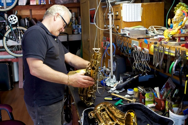 Alto Saxophone overhaul and re-padding